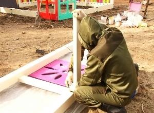 В Саяногорске устанавливают детские городки