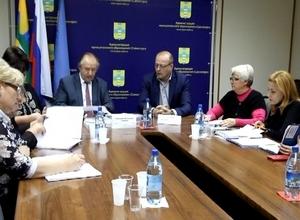 Депутатам Саяногорска выдали удостоверения
