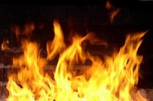 В Саяногорске недострой тушили 16 пожарных