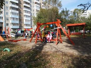 В одном из дворов Саяногорска появились «Крылатые качели»