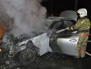 Жительница Саяногорска из мести сожгла иномарку другой женщины