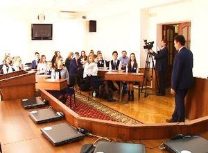 Школьники Саяногорска побывали в Верховном совете Хакасии