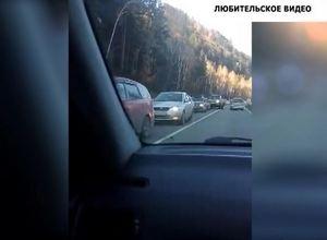 На трассе Саяногорск — Черемушки возникла огромная пробка