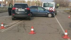 В Саяногорске пьяный водитель устроил под светофором массовое побоище