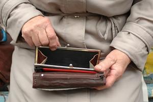 В Саяногорске пенсионерка с носком под сердцем лишилась 181 тысячи рублей