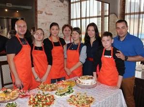 Воспитанники детдома в Саяногорске вместе с волонтерами РУСАЛа устроили кулинарный поединок