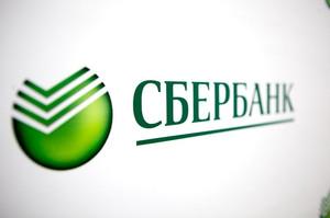 В Хакасии сотруднице Сбербанка на голову упала потолочная плитка