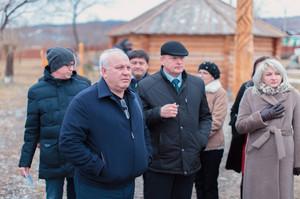 Виктор Зимин осмотрел социально-культурные объекты в Саяногорске