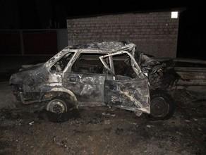 В Саяногорске легковушка сгорела, а ее водитель погиб после столкновения с грузовиком
