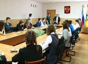 Уполномоченная по правам ребенка Хакасии пообщалась с саяногорскими школьниками