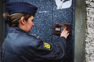 В Саяногорске полицейские наведывались к зачинщикам бытовых скандалов