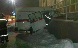 В Саяногорске попала в аварию ехавшая на вызов машина скорой помощи