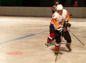 В Хакасии продолжаются ледовые баталии по хоккею с шайбой