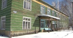 В Саяногорске семью из аварийного дома переселили в никуда