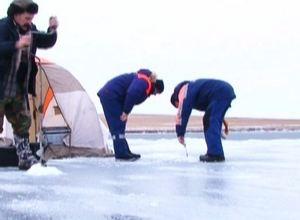 Выходить на лед Саяно-Шушенского водохранилища опасно