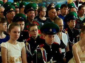 Кадеты 3 школы Саяногорска подарили пограничникам праздничный концерт