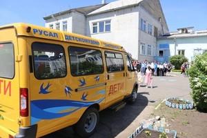 РУСАЛ подарил школьный автобус детскому дому Саяногорска