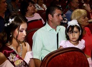 50 выпускников Саяногорска получили медали за успехи в учении
