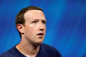 Цукерберг обеднел на 17 миллиардов долларов за два часа