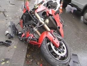 Пьяный мотоциклист и его пассажир разбились в Хакасии