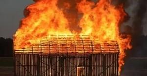 В Хакасии горят гаражи и сараи