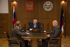 Глава Хакасии провел встречу с новым мэром Саяногорска
