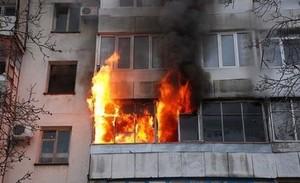Саяногорские пожарные спасли мужчину из горящей квартиры