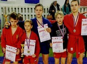 Саяногорские самбисты продолжают завоевывать награды
