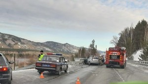 В Саяногорске при лобовом столкновении автомобилей пострадали шесть человек