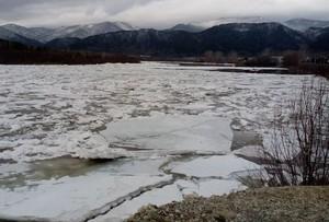 Лед на водоемах Хакасии теряет прочность