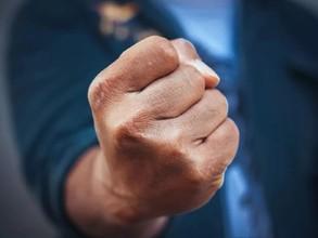 Саяногорец, угрожавший судебным приставам, сел в тюрьму