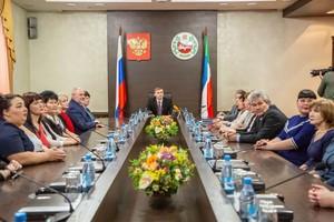 Глава Республики Хакасия поздравил работников культуры с профессиональным праздником