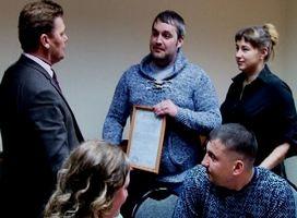 В Саяногорске две семьи получили жилищные сертификаты