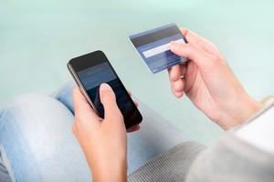 Мошенники подделывают номера телефонов банков и крадут деньги с карт
