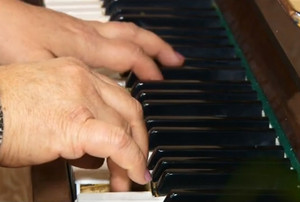 Музыкальные школы Саяногорска получат новые пианино