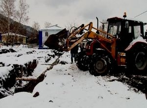 В Майна начали строить новый дом для переселенцев